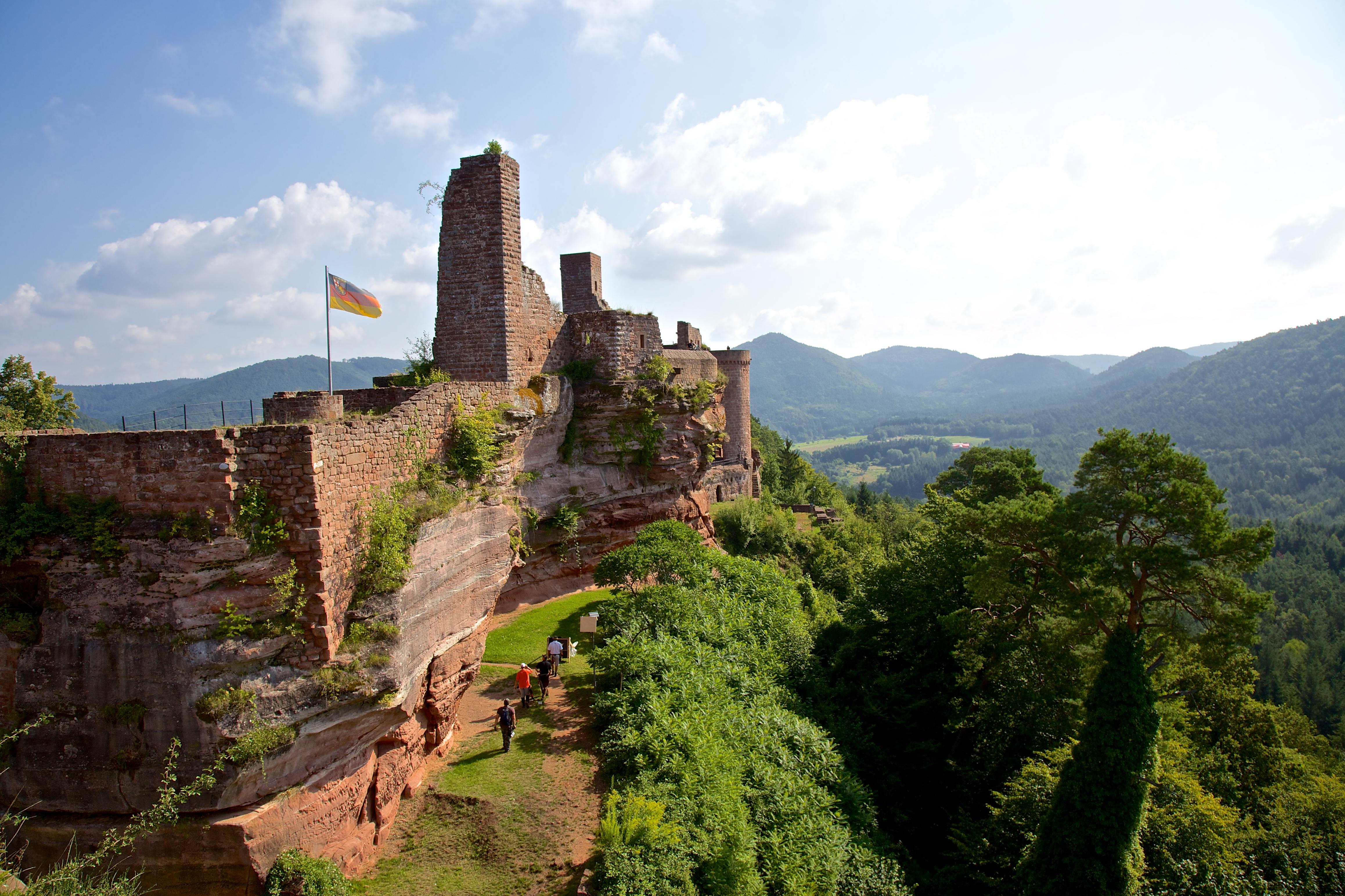 Burgenmassiv Alt-Dahn - Foto: Kurt Groß